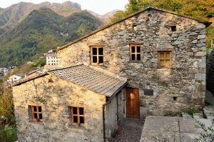 La casa dei Giannini a Favale di Malvaro ospita oggi il Museo dell'Emigrante.