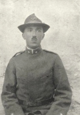 Lo scrittore Carlo Emilio Gadda a Edolo durante la Prima Guerra Mondiale.
